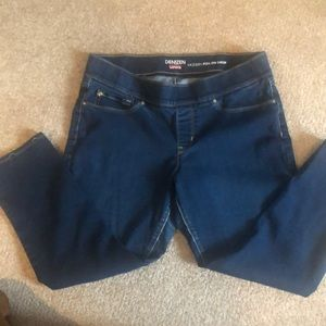 Modern Pull On Cropped Jeans
